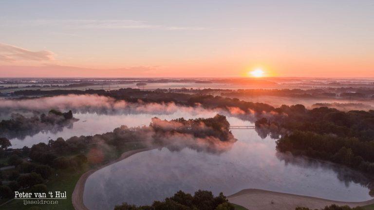 Wijthmenerplas Zonsopkomst Mist luchtfoto drone