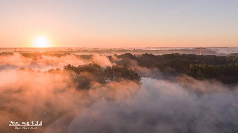 Wijthmemerplas mist zon luchtfoto drone