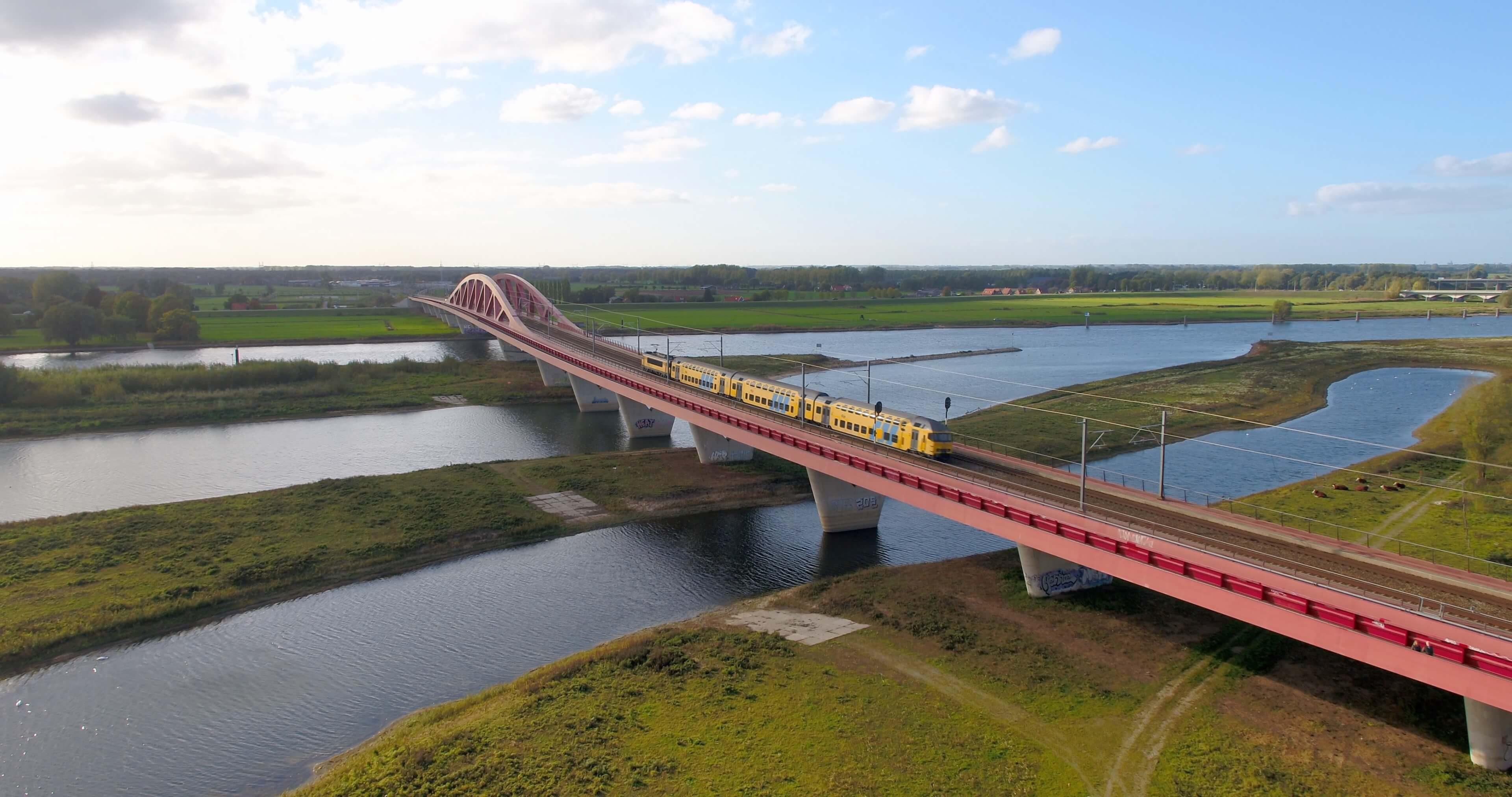Hanzeboog Zwolle IJssel IJsseldrone
